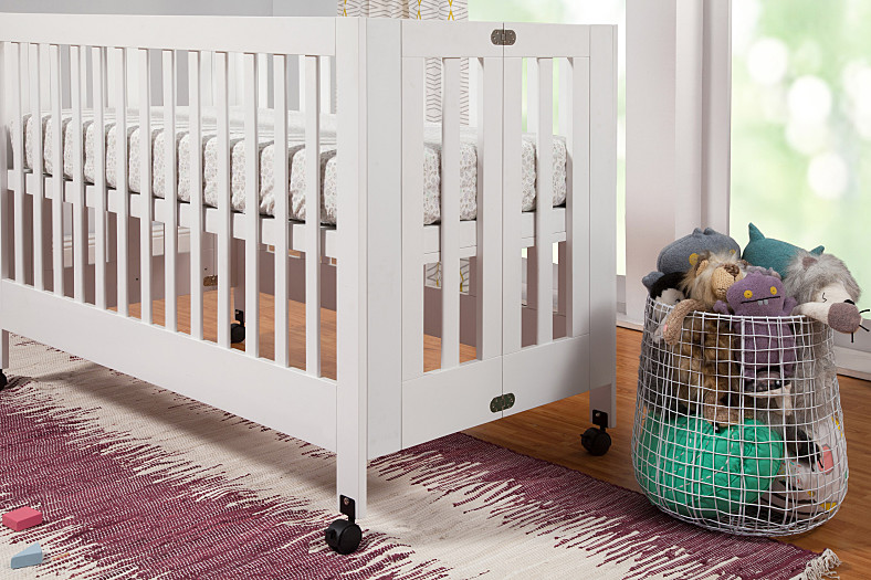 BabyLetto Maki Full Size Folding Crib, White