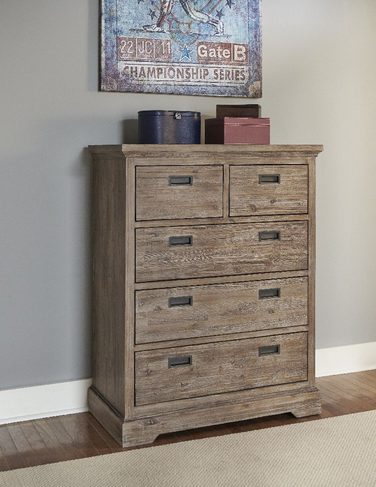 Dressers & Chests