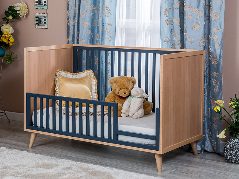 Romina New York Day Classic Crib Toddler Rail